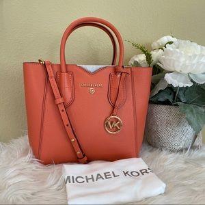 New ✨Michael Kors small Mae messenger bag